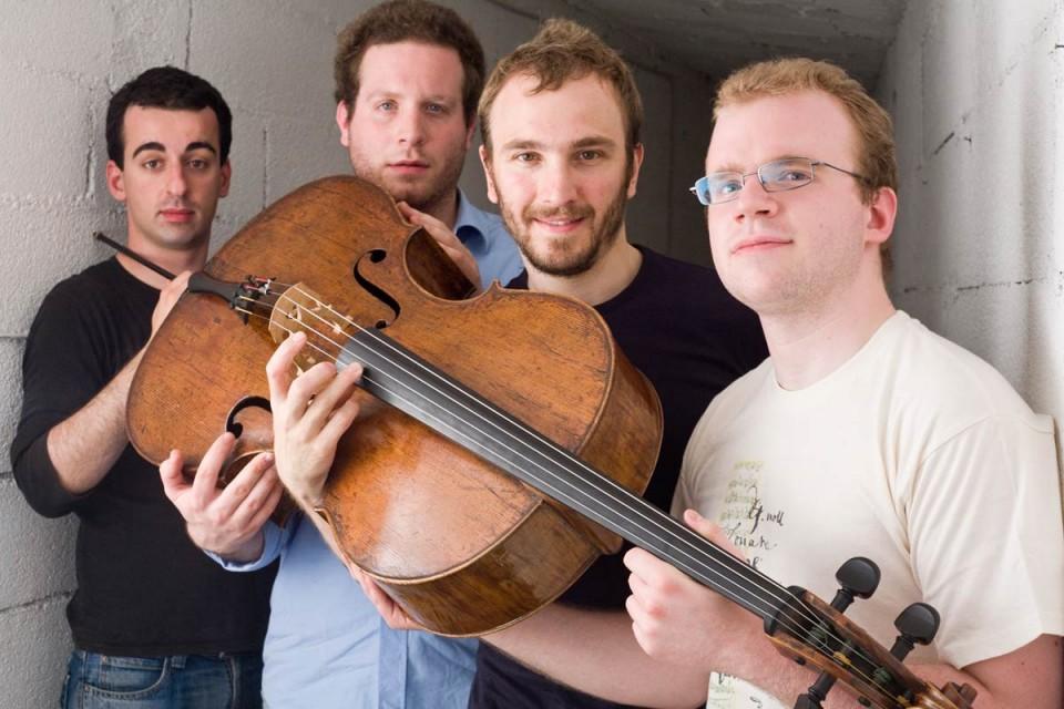 4 violoncellisti…<br/> si fanno sentire
