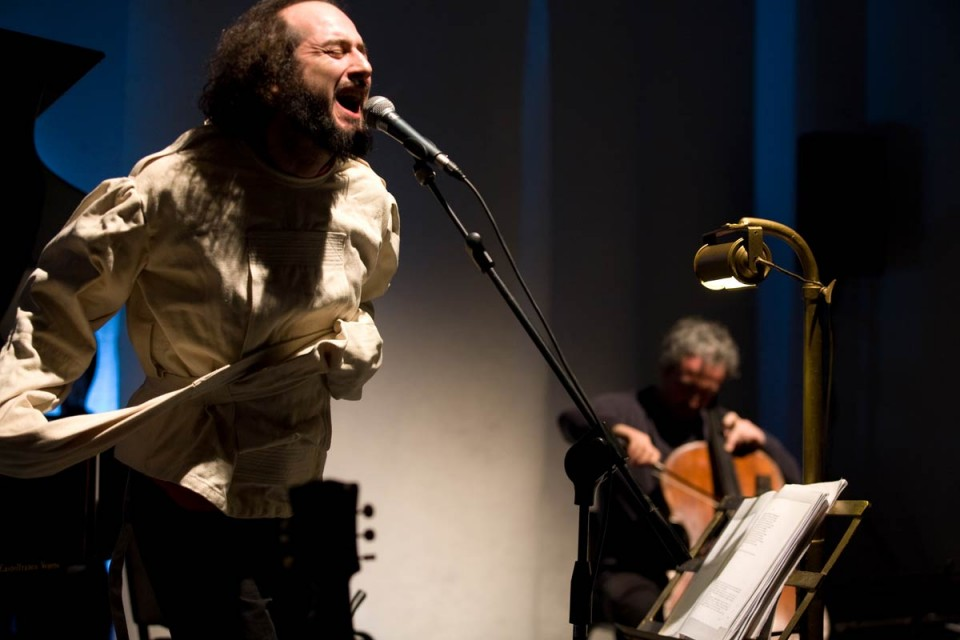 Vinicio Capossela per… antiruggine!