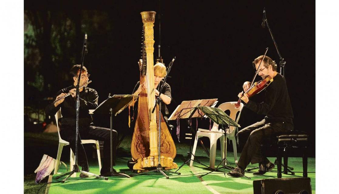 debussy, flauto, viola, arpa e un violoncello
